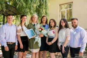 """Directorul gimnaziului Larga, profesoară de istorie, dna Elena Știrbu desemnat """"Cel mai iubit dintre dascăli"""""""